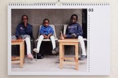 Wandkalender-Feuerkinder-Tansania-Auf-eigenen-Füssen-stehen-03