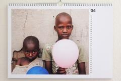 Wandkalender-Feuerkinder-Tansania-Auf-eigenen-Füssen-stehen-04