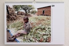 Wandkalender-Feuerkinder-Tansania-Auf-eigenen-Füssen-stehen-09